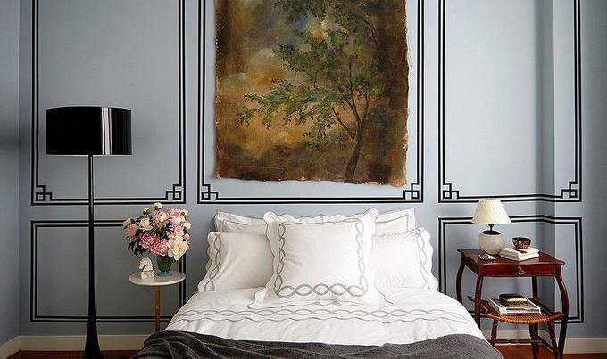 Декорируем спальню молдингами