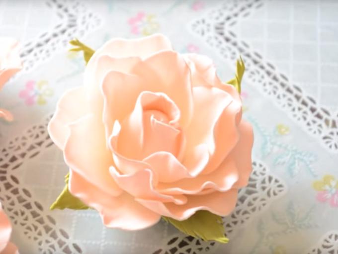 Нежная роза изфоамирана своими руками