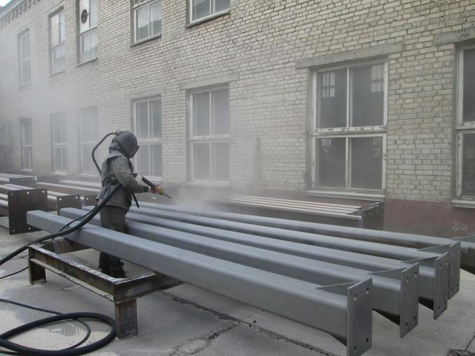 Очистка металлических конструкций пескоструем. Применение встроительной сфере
