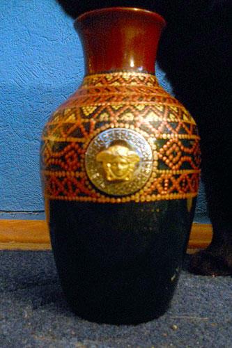 Декор вазы втехнике контурной росписи