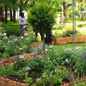 Выбираем ограждение ради садовой дорожки