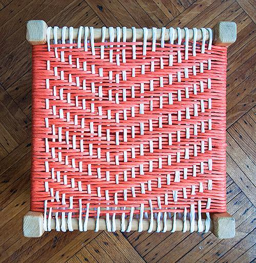 Плетеный табурет