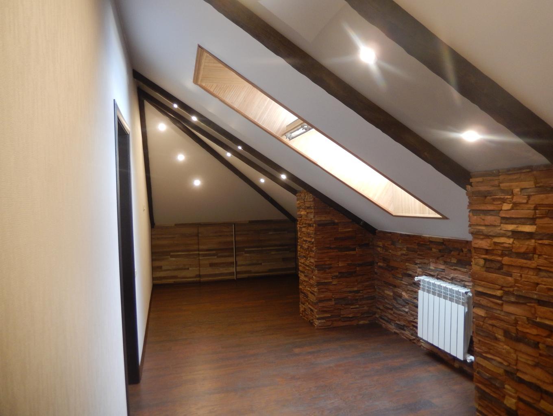 Какой натяжной потолок лучше: матовый или глянцевый?