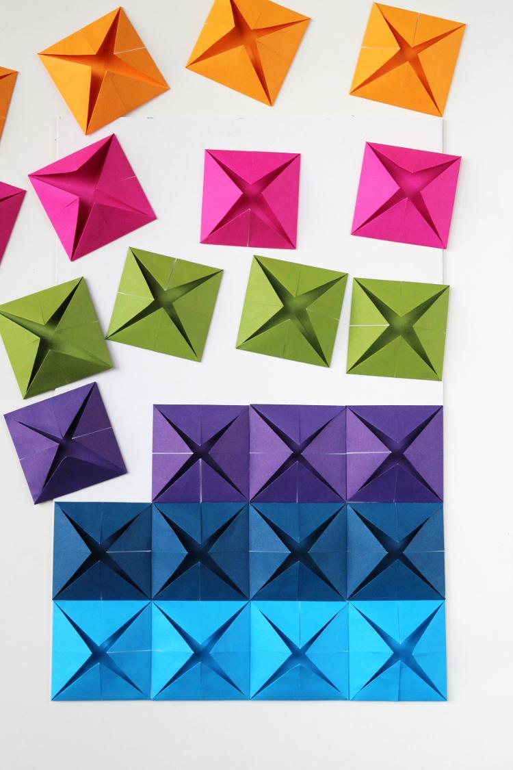Простое красочное панно втехнике оригами