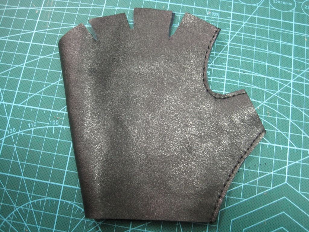 Шитье перчаток