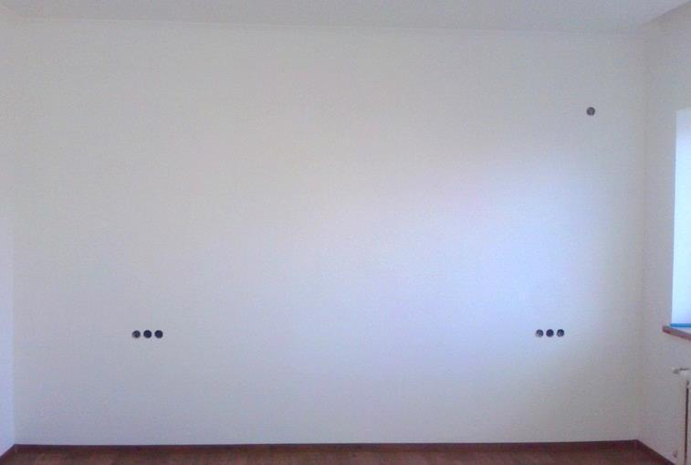 Декор стены спомощью трафарета своими руками