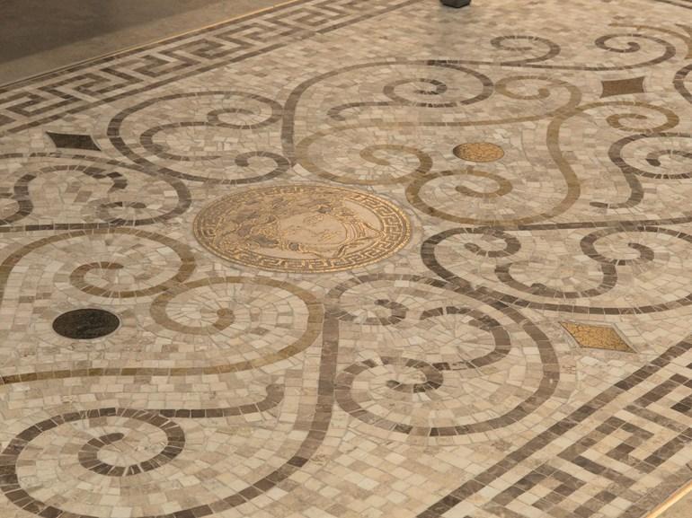 Мозаика с орнаментом меандр