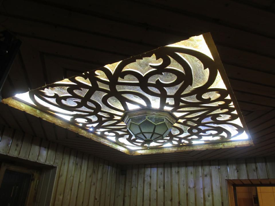 Декоративная вырезка для потолка