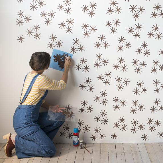 Роспись стен с трафаретом