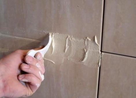 Как класть кафельную плитку на стену