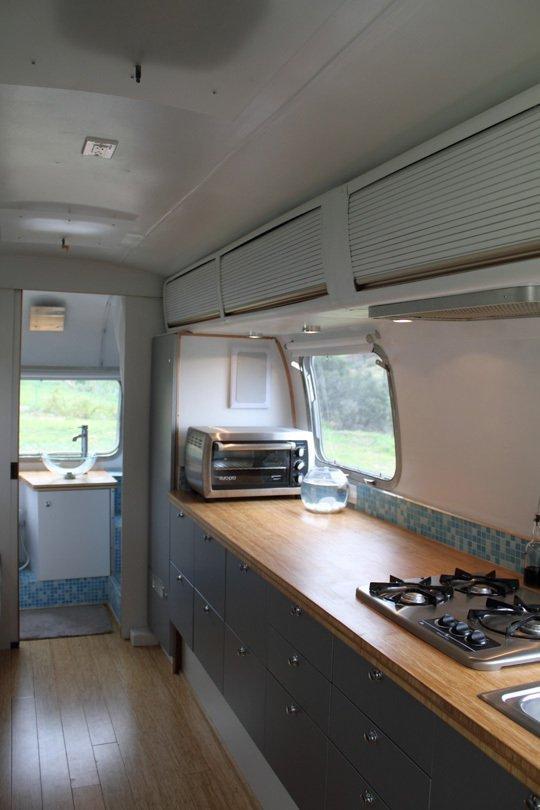 Кухня в трейлере