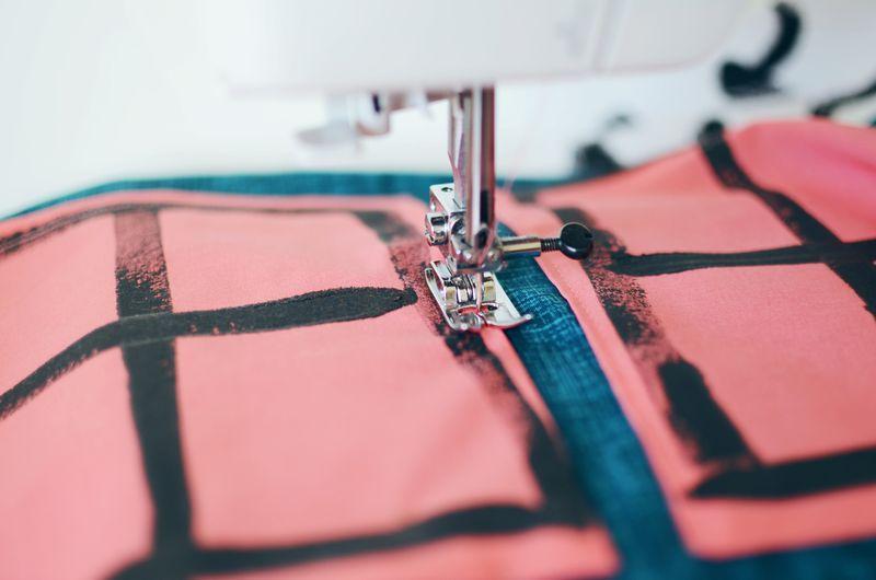 Работа со швейной машинкой