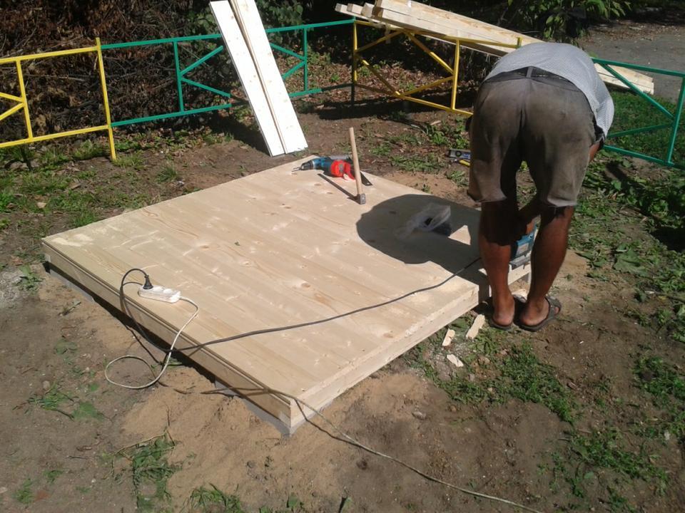 Сооружение игрового домика