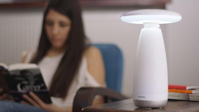 Первая вмире умная настольная лампа суправлением жестами