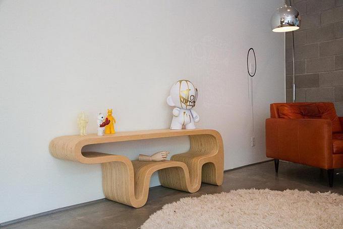 Дорогой дизайнерский столик