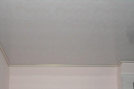 Монтаж потолочного плинтуса результат фото