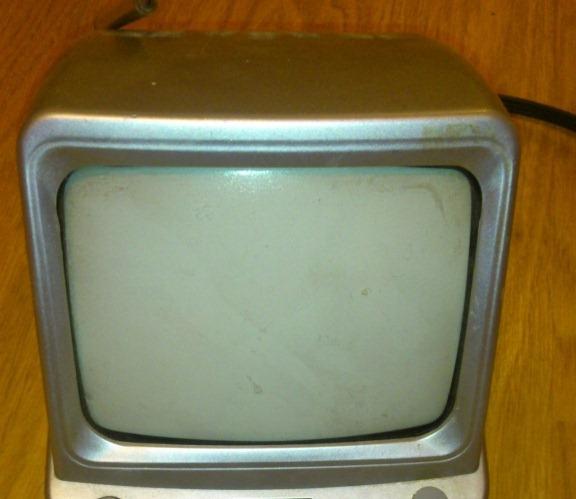 Маленький переносной телевизор