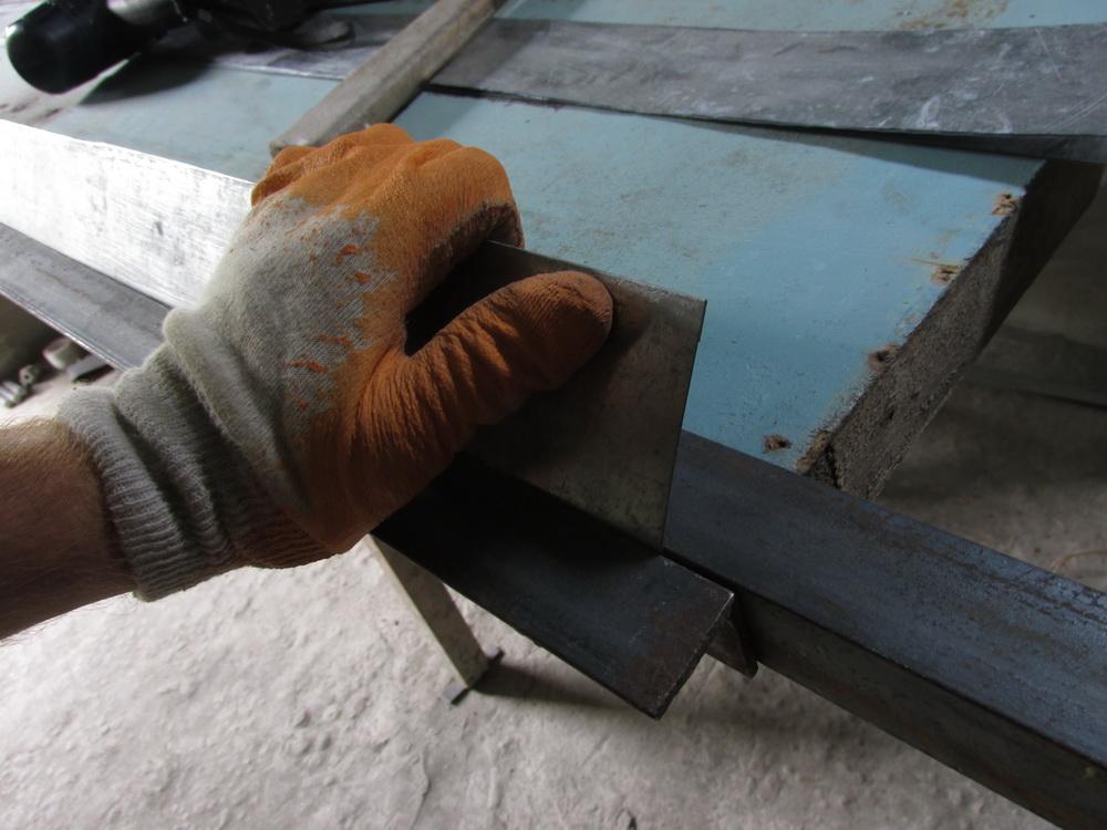 Изготовление уголка своими руками 540