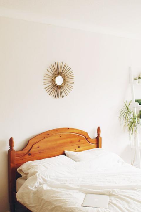 Зеркало над кроватью