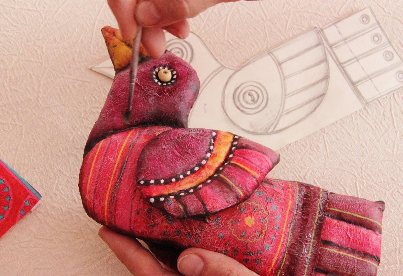 Яркая текстильная игрушка сэлементами декупажа своими руками