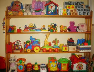 Как сделать полку для игрушек своими руками