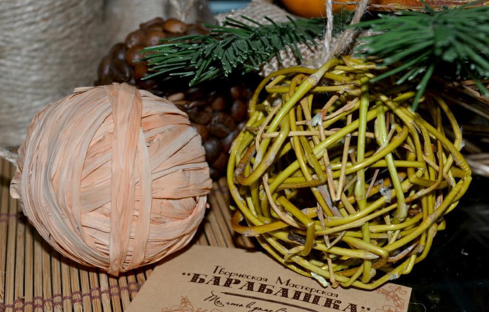 Новогодний шар из рафии