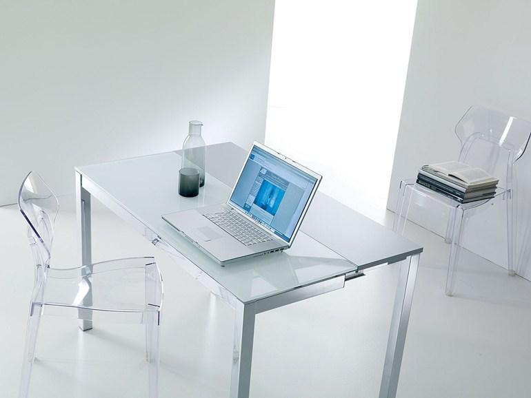 Стеклянный стол