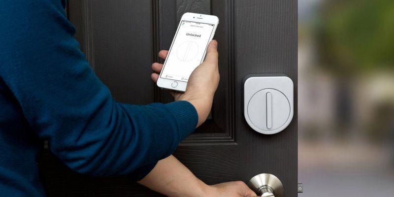 Умный замок Sesame открывается спомощью смартфона исекретного стука
