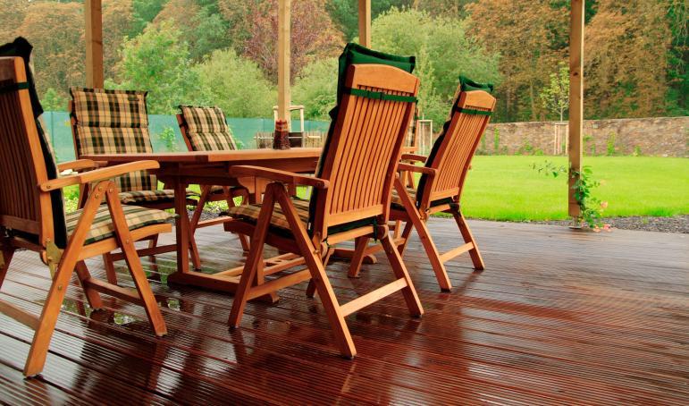 Как ухаживать зауличной деревянной мебелью