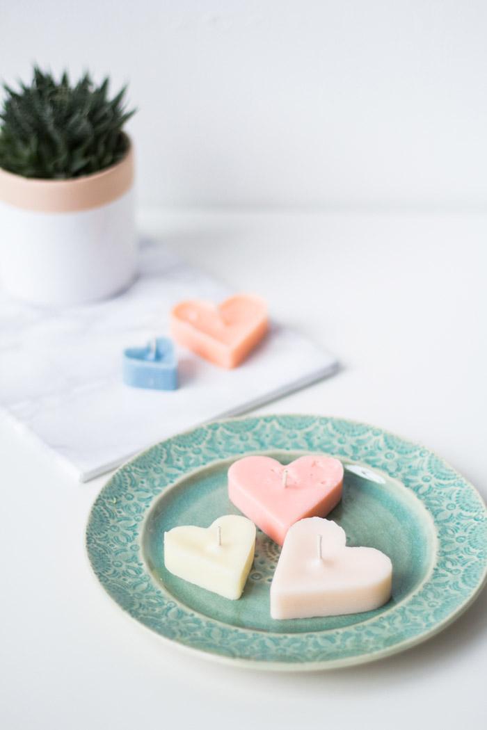 Как сделать цветные свечи вформе сердец своими руками