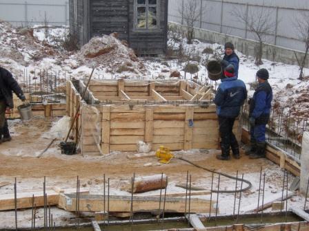 фундамента строительство зимой фото