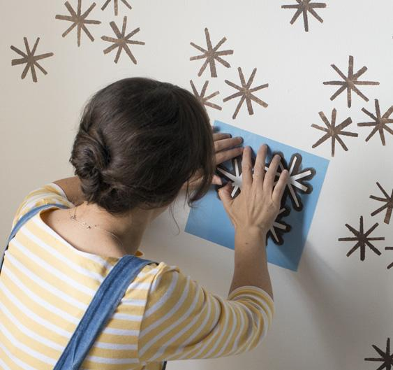 Роспись стен спомощью трафарета