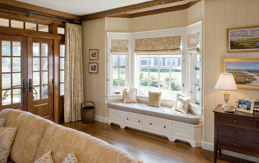 эркер в гостиной + римские шторы + скамейка с нишами