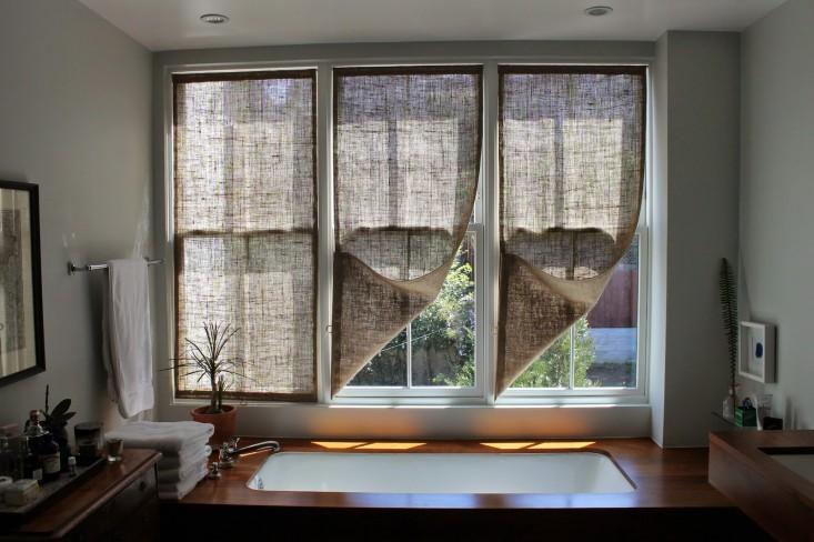 Как сшить простые шторы измешковины