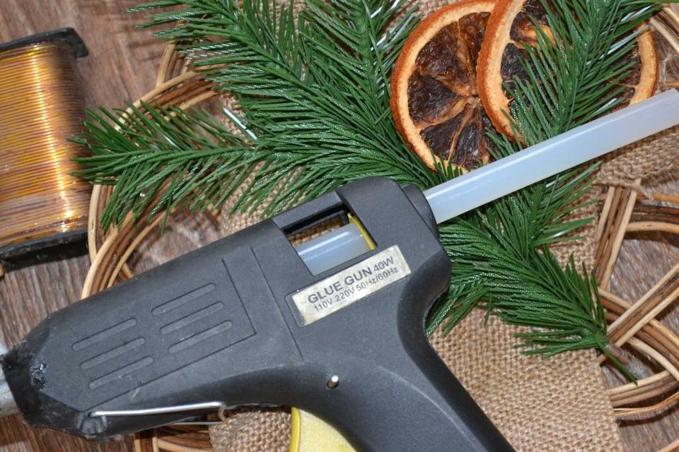 Клеевой пистолет для рукоделия