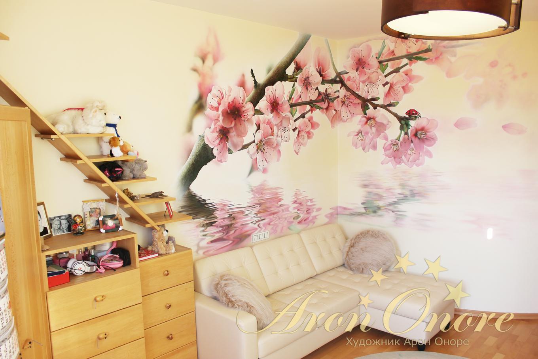 Декор на стенах цветы