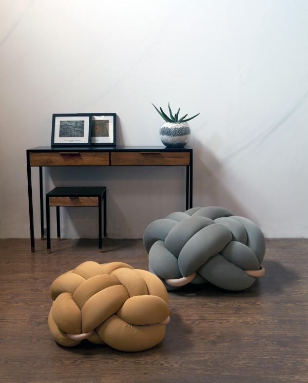 Оригинальная мебель: кресло, завязанное узлом