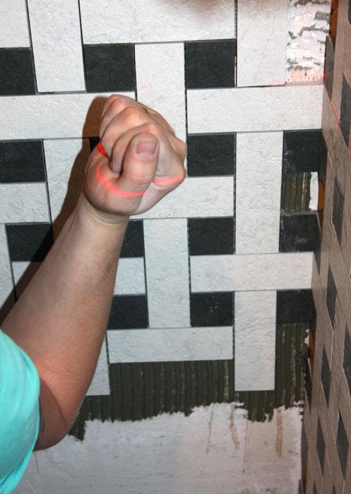 Укладка плитки на стену своими руками видео фото 87