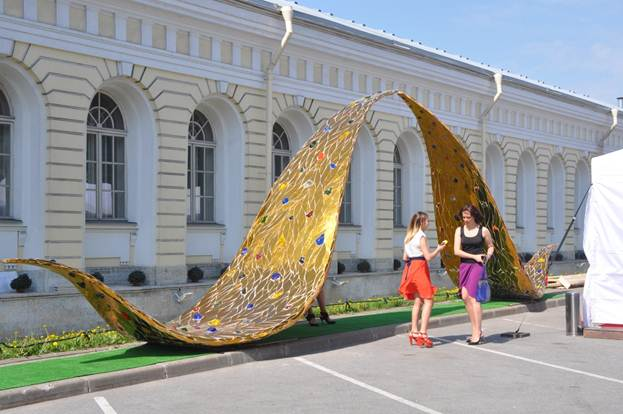 Инсталляция «Золотая река»