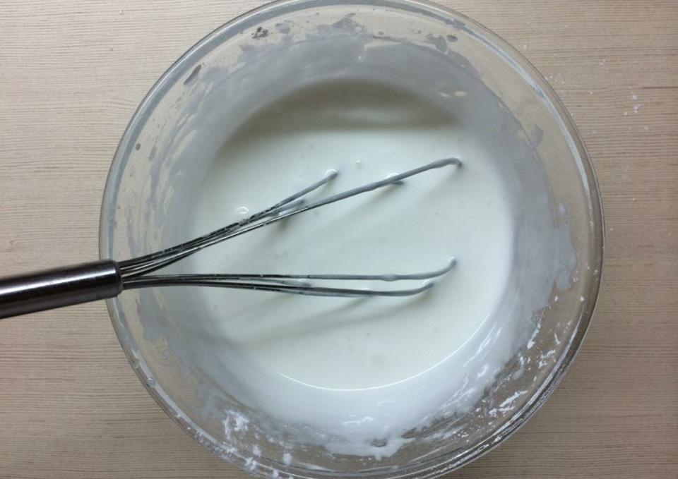 Приготовление белковой глазури