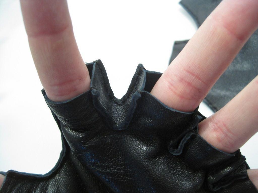 Короткие кожаные перчатки