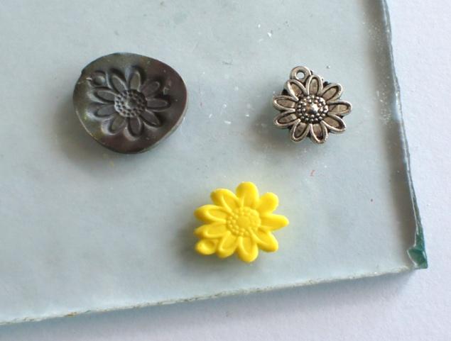 Цветок из глины