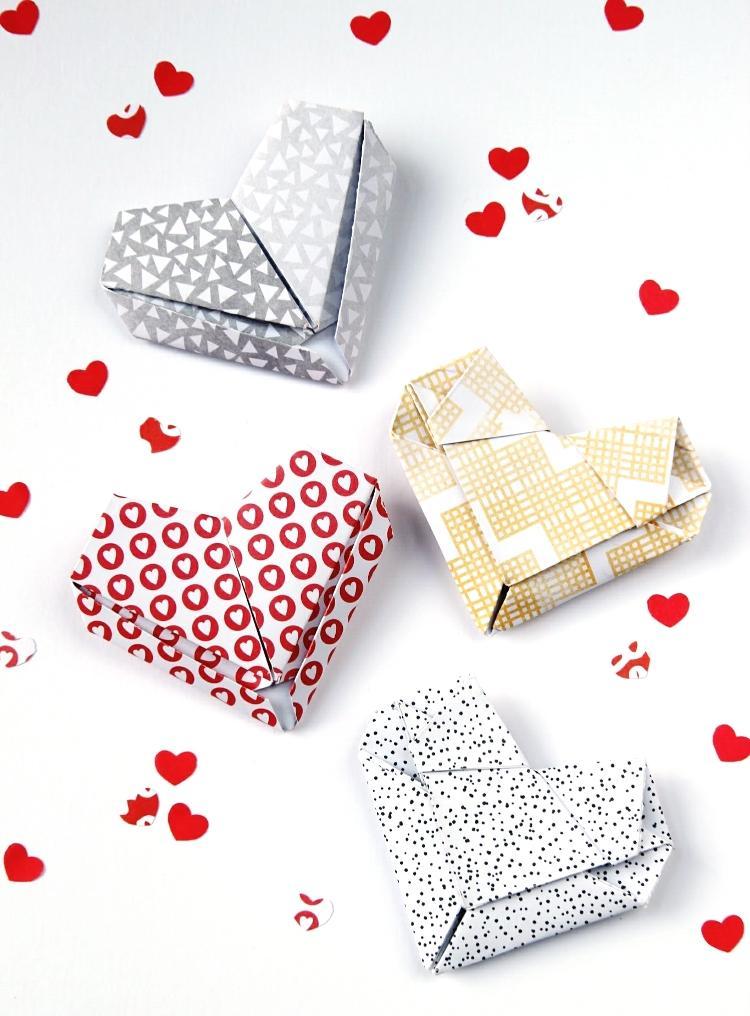 Как сделать валентинку избумаги втехнике оригами