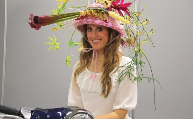 Шляпа из цветов