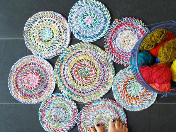 Как сделать яркий коврик своими руками