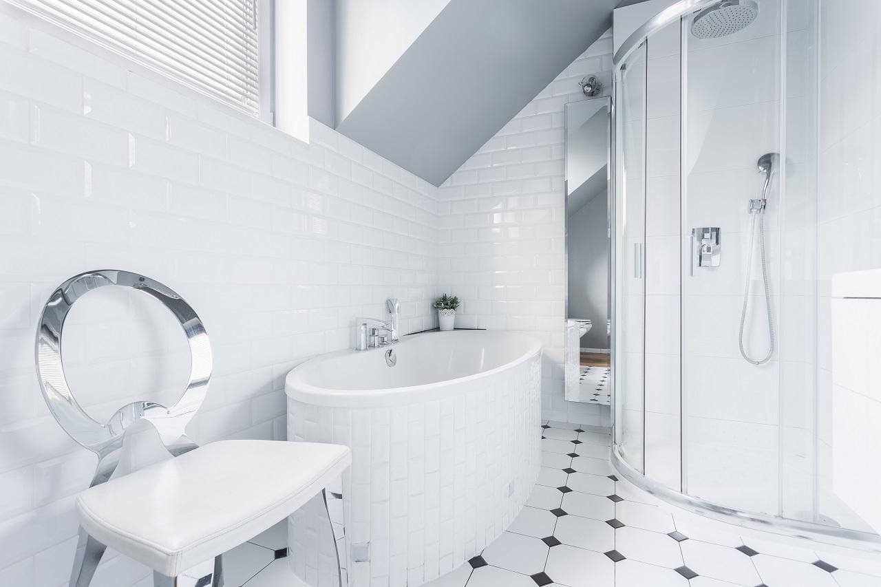 как выбрать цвет плитки для ванной комнаты в белом цвете