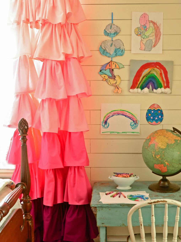 розовые шторы омбре в детской