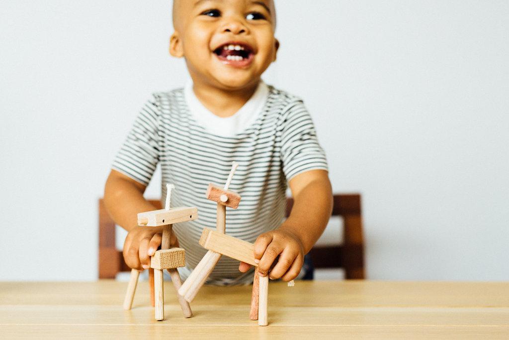 Дизайнерские развивающие игрушки для малышей