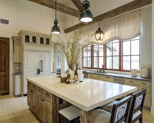Как выбрать римские шторы для кухни, исходя изособенностей помещения