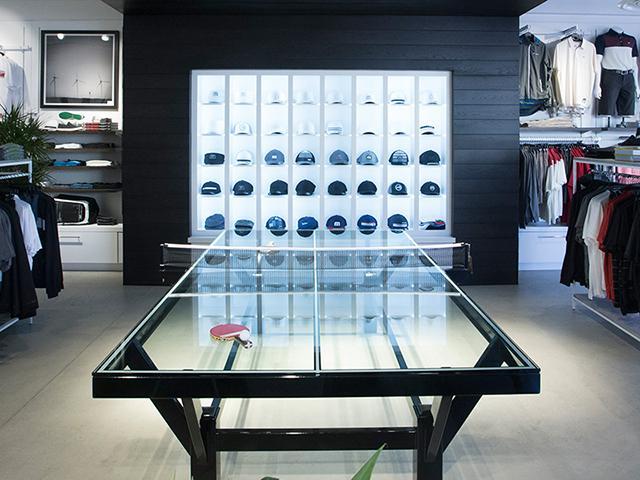 Стеклянный теннисный стол